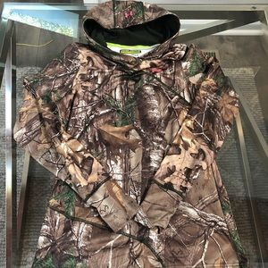 New Under armour CAMO fitted hoodie